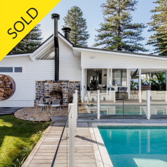 Beautiful luxury home and pool in Gerringong